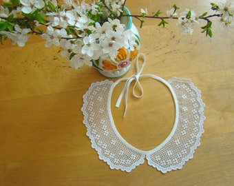 Charming vintage Lace Collar from the 70's.