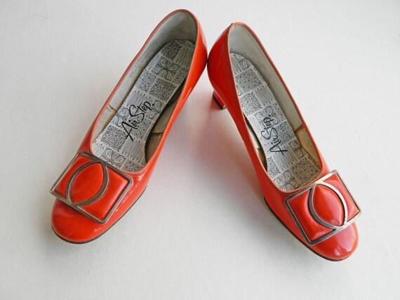 Vintage Air Step Orange Patent Leather Buckle Pumps Sz 5 1/2