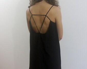 black spaguetti strap dress
