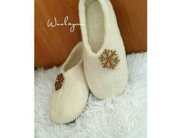 Merino Wool slippers with sole House shoes Christmas gift for mom slippers Felted slippers Winter Slippers Handmade slippers Wood snowflakes