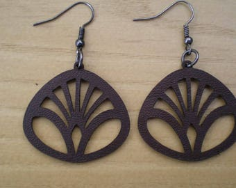 Laser cut leather earrings 02. Possible to make a set with a bracelet