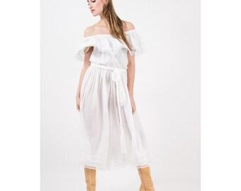 Vintage gauze jumpsuit / 1970s bright white cotton gaucho cropped jumpsuit / Off the shoulder / Wide leg romper / S M
