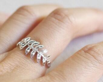 fern leaf ring . silver fern ring . delicate leaf ring . feather ring . leaf jewelry . fern jewelry . twig ring . branch ring