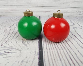Vintage Christmas Tree Balls Decoration Salt & Pepper Shakers Noel Holiday Table Centerpiece Santa's Helper Kitchen Decor Gift Collectible
