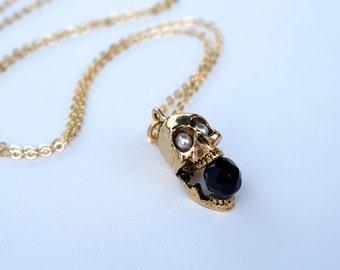 Screaming skull - white pearls & black glass
