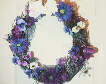 Spring pansy and daisy wreath