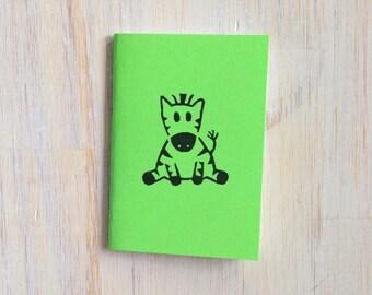 Pequeño cuaderno: Cebra, para él, para ella, lindo, verde, bebé, mano tallada, niños, Jotter, diario Mini, pequeño cuaderno, estampado, exclusivo, YY15