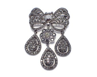 Kenneth Lane KJL Dangle Bow Brooch Black Japanned From Let Them Eat Cake Collection Marie Antoinette Jewelry