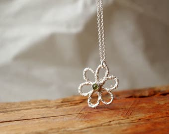 Peridot Necklace Silver Daisy Everyday Jewelry Spring Botanical Jewelry Gifts For Mom Birthstone Jewelry