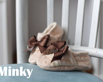 Baby slippers, Soft baby's shoes, Baby Shoes, hand made moccasins, Size US: 0-7; Small Steps