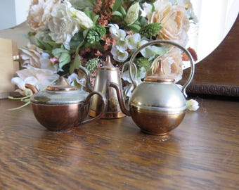 A set of vintage brass and copper doll's house kitchenware