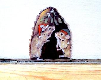 Christmas mouse decal, festive home decor, Christmas decor, mouse wall sticker, mouse hole decal, Christmouse, cute decal, winter wall decor