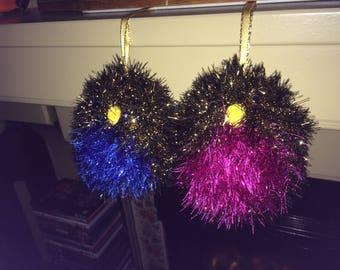 Robin tree baubles in glitter wool