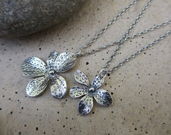 Mother Daughter Necklace Set, Flower Pendant Silver Necklaces, Valentines Gift for Mom, Mothers Necklace