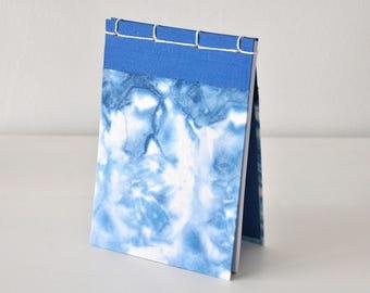 Kleines Notizbuch, handgemacht, Shibori, indigo blau, weiß - Geschenk, Journal, Tagebuch, Skizzenbuch, Reisetagebuch, Notizblock, Block