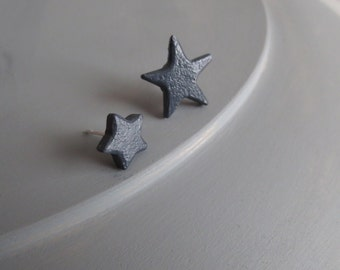 Nebula - Asymmetric Star Stud Earrings; Navy Matched / Mismatched Handmade Clay Post Earrings (Boucles Étoile; Sternohrringe) by InfinEight