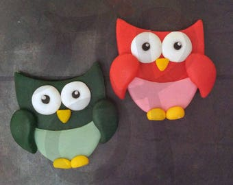 Refrigerator magnets with red and green owls