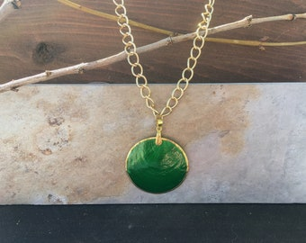 Green Shell Necklace//Gold