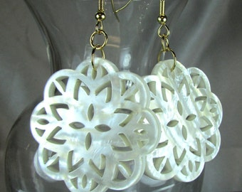 Pearlized resin cream color Lacy earrings