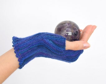 Pattern: Fingerless Gloves on Straight Needles