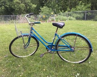 Vintage Schwinn Bike, Schwinn Breeze Bike, Schwinn ladies bike, Beach Cruiser FREE PICKUP -- or local delivery only
