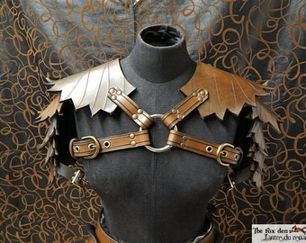 Leather leaf shoulder armor, ''petite'' version. Perfect for wood elf or nature related character.