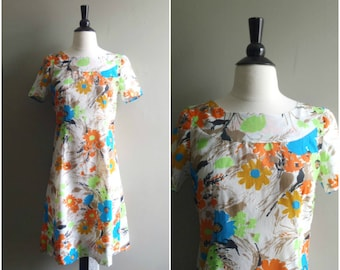 Vintage foral short sleeved silk dress / cape back floral dress / crepe silk dress