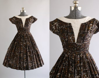 Vintage 1950s Dress / 50s Cotton Dress / Black and Tan Tiki Print Dress w/ Ruched Cummerbund S