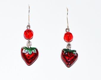 Boucle d'oreille fraise / strawberry earring