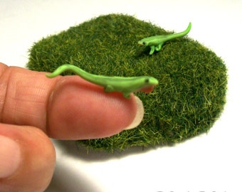 Green Anole Chameleon Lizards Male and Female 1:12 Dollhouse Miniature Sculpted Garden Creatures Mini Terrarium Green Lizards