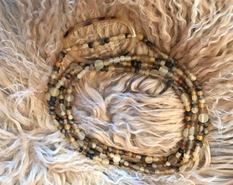 Long necklace in Horn