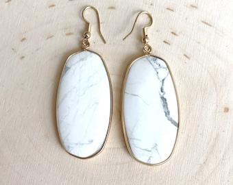 White Howlite Drop Earrings // White Grey Oval Earrings // White Dangle Earrings // Gold Earrings