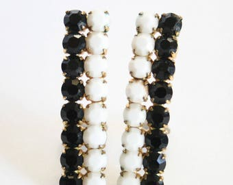 Black and white earrings.  Monochrome earrings. Clip on earrings.  Vintage earrings. Slim earrings