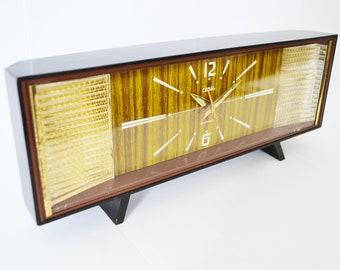 Vintage Coral Japanese mantle / bedside alarm clock. 1970s.