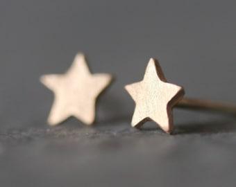 Tiny Star Stud Earrings in 14k Gold