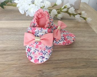 Slippers in Liberty fabric Wiltshire with his little Golden bow and coral pink sweet pea