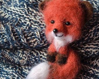 Fox brooch, fox, orange fox, orange brooch, wool fox.