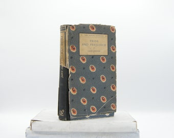 Pride and Prejudice by Jane Austen (Vintage, Classics)