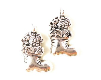 Silver Stocking Charms 20x11mm Antique Silver Tone Metal Holiday Christmas Sock Charm Pendant Jewelry Findings 10pcs
