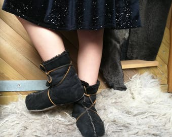 medieval boots, Viking boot, sheepskin shoe, medieval shoes, handmade boot, lambskin boot, festival boot, hippie boots, boho leather boots