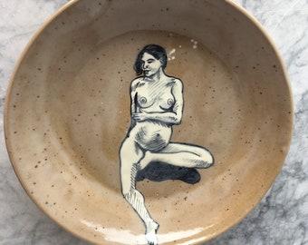 Plaque de grès Art Original peinture nue enceinte, déesse de la lune, Figure féminine poterie peinture émail noir et blanc femme Mature