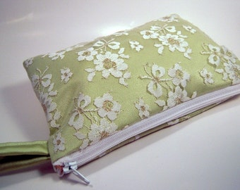 Wristlet in Green Satin & White Lace
