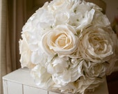 Luxury white wedding bouq...