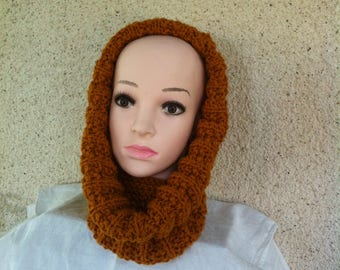 Choker(Neck size) and hood of color cognac,