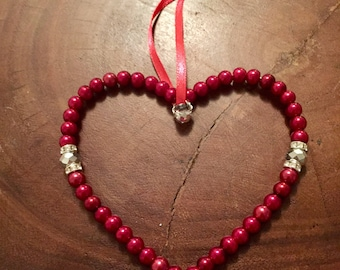 A Red beaded wire loveheart. VAHER1014