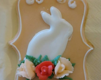 Set of 6 Easter cookies, 4 bunny biscuits and two with Easter greetings