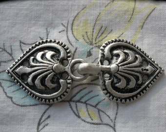 Vintage Sweater Clasp Pewter Hook and Loop Coat Closures Heart Leaf antique silver color 1 set sew on toggle frog Scandinavian Style