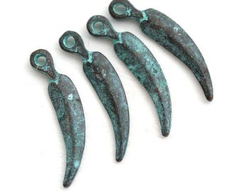 Curvy Feather patina charms, Green Patina Copper Metal charm, Verdigris patina, Feather pendant, Native, Indian, Tribal - 4Pc - F667