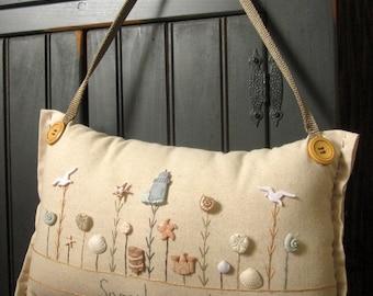 "Hanging Pillow: ""Seaside Garden"" (Cottage Style)"