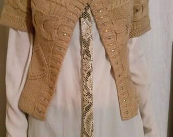 Short vest in ecru color mesh